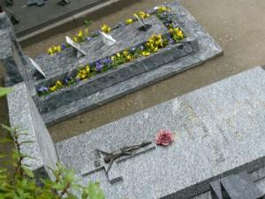 教会裏の墓地3