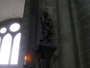 教会堂内部の大天使ミカエル像