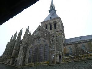 中庭から見た教会堂