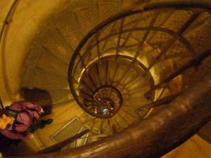 凱旋門内部螺旋階段(上り)