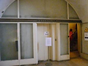 凱旋門内エレベータ