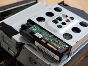 SX2850-H52E/LのHDDのSATAケーブルを外したの図